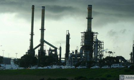 Vuelven a subir precios petroleros en inicio semana