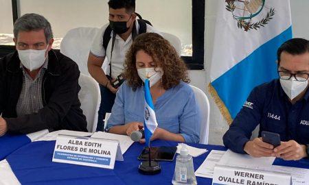 Buscan reducir de 43 horas a 10 minutos el tiempo de paso entre aduanas de Guatemala y El Salvador